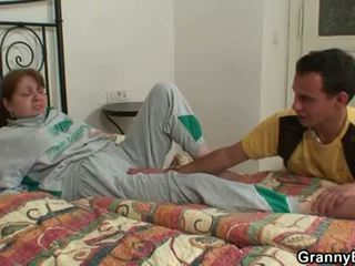 Abuelita bet: joven rabo heals injured abuela!