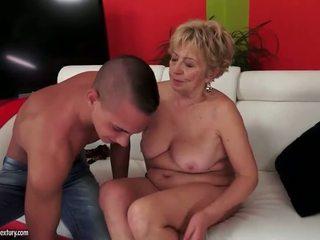 Büyük ğöğüslü çiş yapan nine grandmas seks dıldo