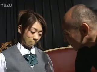 ישן armchair ו - קטנטונת tokyo סטודנט