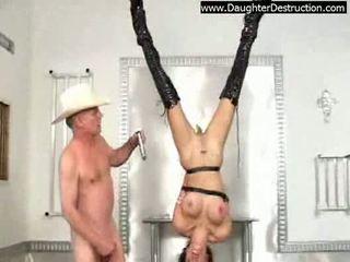 Extremo hija humillación
