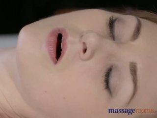 Massage rooms mooi bleek skinned mam squirts voor de zeer eerste tijd - porno video- 901