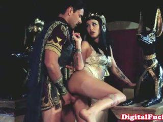 Cleopatra neuken ander roman dude