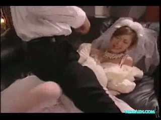 Asiática gaja em casamento vestido licked a chupar caralho fodido ejaculações t