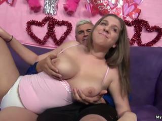 Сексуальна брюнетка alex шанс gets її манда fingered