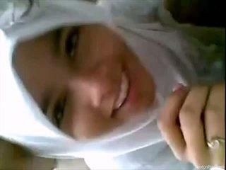 Jolie indonésien fille gives pipe