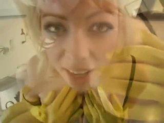Adrianna nicole में yellow रब्बर ग्लव्स - पॉर्न वीडियो 841