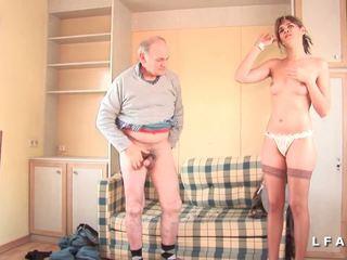 Jolie pute francaise sodomisee dans un plan një 3 avec papy