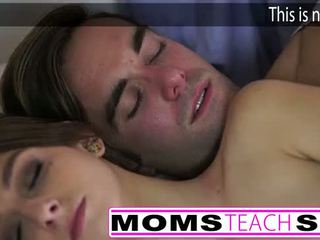 Príťažlivé mama a krok syn súložiť mladý priateľka