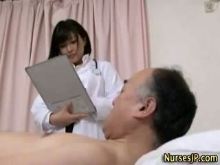 Jap hottie νοσοκόμα gets βρόμικο