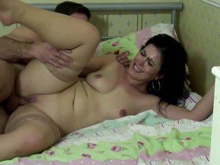 Уличница мама смуча и майната млад голям чеп, hd порно da