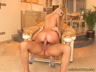 Charming doxy jasmine rouge pumping viņai ciešas pakaļa par a grūti dzimumloceklis