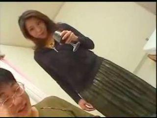 Japonais mère teaches fils english