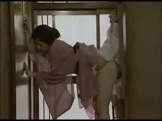 Japońskie pani domu w kimono fucked wideo