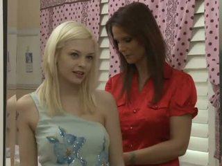 Armas blond teismeline jaoks üks kuum milf lesbid