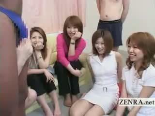 Subtitled ประหลาด ญี่ปุ่น ผู้หญิงใส่เสื้อผู้ชายไม่ใส่เสื้อ ด้วย ดำ คน ใน กางเกงในจีสตริง