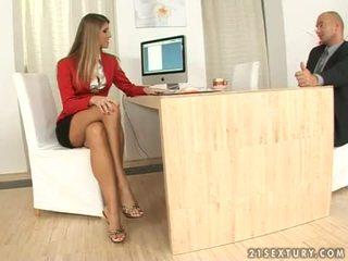 Jennifer akmens sekretāre footjob