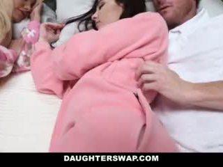 Daughterswap - daughters perses jooksul slumberparty