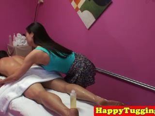 Aasialaiset masseuse nykiminen ja ratsastus asiakas kukko: vapaa porno 97