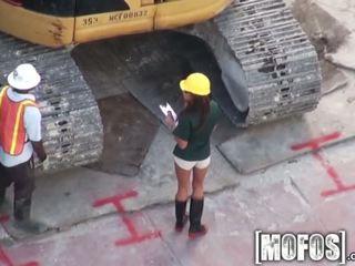 امرأة سمراء, ضربة وظيفة, ريمكس