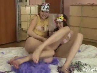 Jessica e loe encantador jovem grávida lésbicas