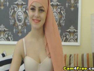 Saya cantik muslim tetangga strokes dia mainan