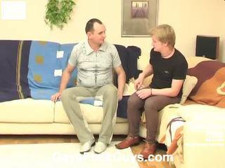 Ervaren homosexual man frans kussen en feeding zijn meat naar een heteroseksueel chap