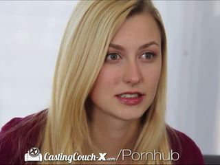 Casting couch-x blond cheerleader shows av på kamera