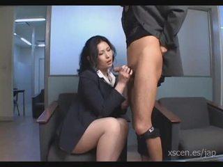 Chinami sakai japonais secrétaire gives une chaud pipe
