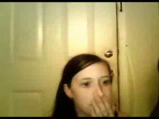 Młody dziewczyna sucks czarne cock-shesoncam.com