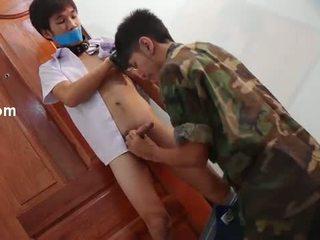 Gay soldier sexing para cima o quente schoolguy