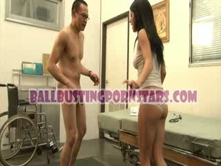Tessa taylor pupytė po sijonu ballbusting su the iškrypęs medic