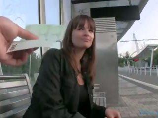 Offentlig agent - tjekkisk jente fucks på den grass (huuu)