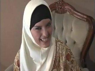 Arab muslim সঙ্গে সুন্দর পাছা gets হার্ডকোর doggy শৈলী