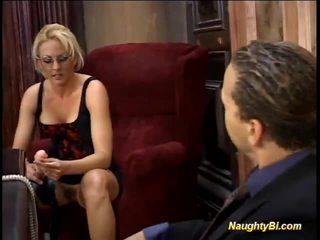 Blondīne harlot shafts biseksuāli fellows