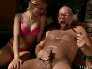 Grootvader en tiener urineren en neuken