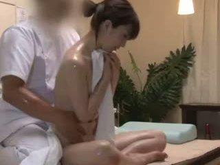 Spycam reluctant teengirl seduced バイ masseur