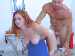 Brazzers - buclatý ginger lennox luxe gets pounded