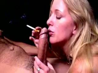 Blond hoe dia zerva smokes und gives fellatio