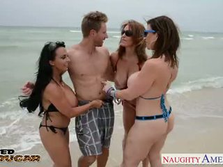 Cougars charlee chase, holly halston 과 sara jay 빌어 먹을 a 운이 좋은 스터드