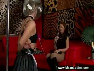 Crossdresser sissy gets lul en bellen pijnigen tt