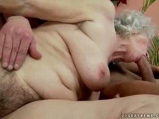 Peluda gorda vovó enjoys quente sexo com handsome homem