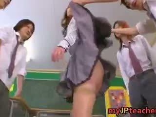 Eri ouka e ëmbël japoneze mësues seks simultan