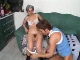 Nenek hubungan intim teman putra video