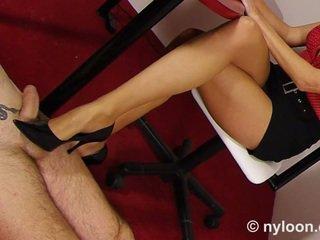Najlon pantyhosed tajnica gives s čevlji in z nogo