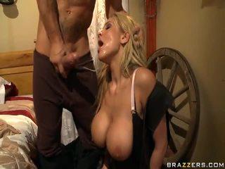 Alanah rae appreciates la fermière sur la rod