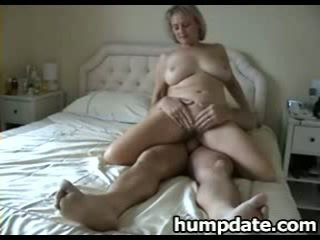 Busty mature wife with nice big ass ri...
