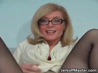 Seksualu milf nina hartley stripping