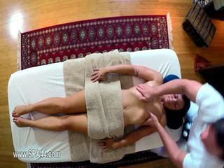 Arm glamours banged hard in speciaal masseur