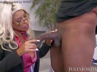 Jules jordan - bridgette b liels zīle mammīte gets a bonus par visi viņai grūti darbs. a liels melnas dzimumloceklis