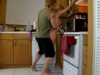 Ina lets son lift kanya at gumiling kanya Mainit puwit until he cums